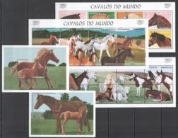 A084 1997 ANGOLA FAUNA FARM ANIMALS HORSES CAVALOS DO MUNDO !!! 3KB+2BL MNH - Dogs