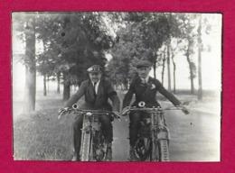 Deux Photographies Des Années 1930 - Sortie à Motocyclette - Anonymous Persons
