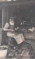 CARTE PHOTO ALLEMANDE - GUERRE 14-18 - VILNUS - WILNA (LITUANIE) - CORDONNIER - JUDAÏCA ? - TOP - War 1914-18