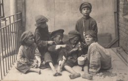 CARTE PHOTO ALLEMANDE - GUERRE 14-18 - VILNUS - WILNA (LITUANIE) - ENFANTS GITANS - TOP - Guerre 1914-18