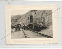 Photographie Guerre Algérie Deraillement Train Locomotive Rail   Photo 8x11 Cm Env - Treinen