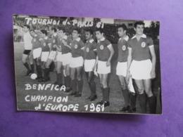 PHOTO EQUIPE DE FOOT FOOTBALLEURS TOURNOI DE PARIS 1961 BENFICA CHAMPION D'EUROPE - Sports