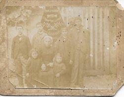 """36 - INDRE - AZAY LE FERRON RARE PHOTO 1898 DRAPEAU """" ?? DU PROLETARIAT L'UNION FAIT LA FORCE COMITE AZAY LE FERRON - Autres Communes"""