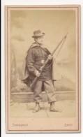Photographie Ancienne XIXe CDV C. 1860 Portrait D'un Soldat Ou Chasseur Avec Son Fusil Photographe THIERSAULT Paris - Photographs