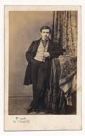 Photographie Ancienne XIXe CDV C. 1860 Portrait D'un Jeune Homme Bourgeois Photographe Lagriffe Paris - Photographs
