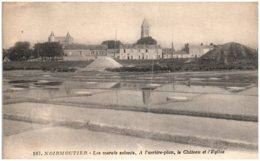 85 NOIRMOUTIER - Les Marais Salants - A L'arrière Plan Le Chateau Et L'église - Noirmoutier