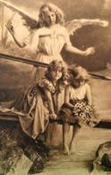 Cpa Photo ANGES , Bel ANGE GARDIEN De 2 ENFANTS Sur Une PASSERELLE  ANGEL GUARDIAN LOOKING CHILDREN OLD PC - Anges
