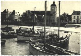 CPSM DE PIRIAC  (LOIRE ATLANTIQUE)  UN COIN DU PORT ET L'EGLISE - Piriac Sur Mer