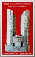 SUPER PIN'S BANQUE-Arthus BERTRAND : Site De La SOCIETE GENERALE à La DEFENSE En 1995, ZAMAC 3D ARGENT 3X1,9cm - Arthus Bertrand