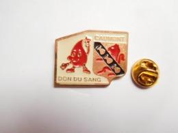 Beau Pin's , Médical , Don Du Sang De Caumont Sur Durance , Blason , Coquille Saint Jacques , Vaucluse - Médical