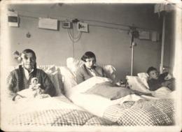 Snapshot Enfants Lits D'hopital Malades Sanatorium Identifié 9 Janvier 1930 - Anonymous Persons