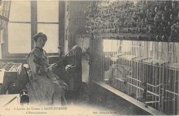 L'Atelier Du Tisseur à St Saint-Etienne - L'Emoucheteuse - Edition Joannès Merlat, Carte N° 913 - Saint Etienne