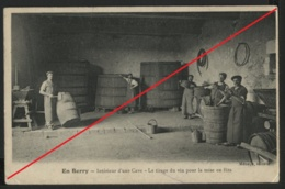 18 Le Tirage Du Vin Pour La Mise En Fûts - Intérieur D'une Cave - Francia