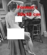 Reproduction D'une Photographie Ancienne D'une Jeune Femme Nue Servant De Modèle à Un Peintre - Reproductions