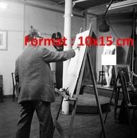 Reproduction D'une Photographie Ancienne D'une Jeune Femme Nue Modèle Pour Un Peintre En 1954 - Reproductions