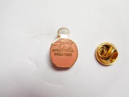 Beau Pin's En EGF , Parfum , Michéle Parfuns , ATTENTION : émail Craquelé - Parfums