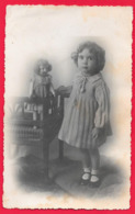 ENFANTS - ENFANT - FILLE - FILLETTE - LITTLE GIRL - BAMBINA - BAMBINO - DOLL - POUPEE- BAMBOLA - Persone Anonimi