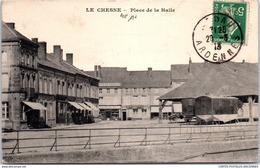 08 LE CHESNE - La Place De La Halle - Le Chesne