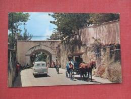 Gregory Arch Nassau   Has Crease- Stamp & Cancel  Bahamas  Ref   3650 - Bahamas