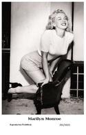 MARILYN MONROE - Film Star Pin Up PHOTO POSTCARD - 201-1025 Swiftsure Postcard - Mujeres Famosas