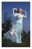 Marilyn Monroe Postcard (1351) - Publisher Pyramid Year 2011 - Size 9x14 Cm. Aprox. - Mujeres Famosas