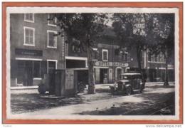 Carte Postale 01. Pont-de-Vaux  Place Michel-Poisat Hotel Badez Voitures Anciennes   Trés Beau Plan - Pont-de-Vaux