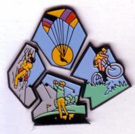 SPORTS En MONTAGNE  GOLF  VTT  ESCALADE  PARAPENTE  Puzzle De 4 Pin's - Badges