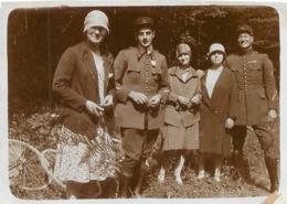 SOLDATS ET FEMMES PHOTO ORIGINALE FORMAT  7.50 X 5.50 CM - Guerre, Militaire