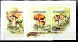 Madagascar Serie Completa Sin Dentar N ºYvert 1578/81 ** SETAS (MUSHROOMS) - Madagascar (1960-...)