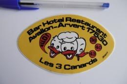 """Autocollant Stickers - Restaurant """"LES 3 CANARDS"""" Bar Hôtel à AVALLON ARVERT 17 CHARENTE MARITIME - Autocollants"""