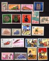 Niger 1974-78, Lot Neuf, Séries Et Dépareillés, Entre 313 Et 433**, Cote 73 €, - Niger (1960-...)