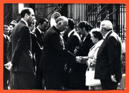 Photographie Originale De Presse A F P Jacques Chirac -poniatowski Obsèques Gendarmes Tués En Corse 26/08/1975 - 2 Scans - Famous People