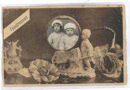 CPA INCRUSTATION D UNE PHOTO D ENFANTS - Dreh- Und Zugkarten