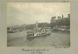 011019C - PHOTO 1905 PARIS Bateau Mouche La Seine Pub MAGGI DUBONNET - El Sena Y Sus Bordes