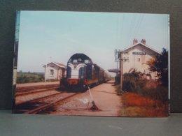 Liernais BB 66000tractant Une Rame De Voitures Voyageurs En 1983 Photo Franchaud - Trains