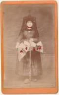 CDV BOURG (Ain) Femme En Costume Traditionnel Photographe P. Benizot Bourg AIN           Pa36 - Lieux