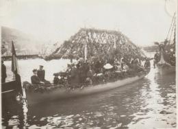VILLEFRANCHE SUR MER  - Photo - Bataille Navale Fleurie - Une Barque Militaire, Décorée Et Fleurie - Villefranche-sur-Mer