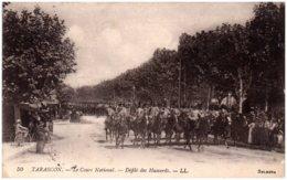 13 TARASCON - Le Cours National - Défilé Des Hussards - Tarascon