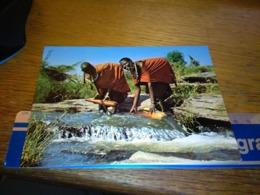 148702   MASAI WOMEN COLLECTING WATER AT A STREAM IN KENYA - Kenia