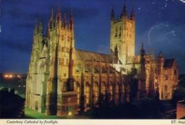Canterbury - Cathedral By Flooodlight - Formato Piccolo Viaggiata – E 13 - Cartoline