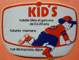 AUTOCOLLANT STICKER - KID'S HABILLE FILLES ET GARCONS, FUTURES MAMAN - DIJON 21 - Autocollants
