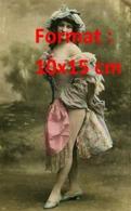Reproduction D'une Photographie Ancienne D'une Jeune Femme Danseuse Du Moulin Rouge à Paris - Reproductions