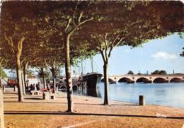 """¤¤   -  LIBOURNE  -  Le Port Et Le Pont Sur La Dordogne   -  Le Bateau De Commerce """" CLAUS """" - Cargo       -   ¤¤ - Libourne"""