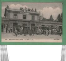 C.P.A BAGNOLES DE L 'ORNE --- LA GARE -- TRES ANIMEE - Bagnoles De L'Orne