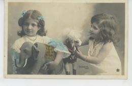 ENFANTS - LITTLE GIRL - MAEDCHEN - Jolie Carte Fantaisie Portrait Fillettes Avec Jouets Cheval Et éléphant - Abbildungen