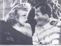 AK-div.30- 380   -   Filmszenekarte  - Seven Sinners ( Das Haus Der Sieben Sünden) USA 1940 - Acteurs