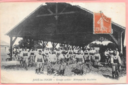 Joué Les Tours - Groupe Cycliste -nettoyage Des Bicyclettes - Autres Communes