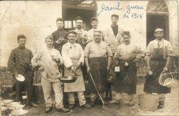 17  ROCHEFORT   L   ARSENAL   1914 LE  GROUPE DE MILITAIRES  DES   CUISINES - Rochefort