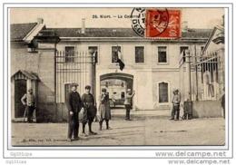 26 - NIORT - La Caserne (animé Superbe Plan) - Edit. N. Alix, Pap, Tabac, Journaux Niort - Niort