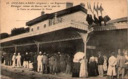 Algérie - SIDI-BEL-ABBES - 1er Régiment Etranger, Retour Du Maroc, Sur Le Quai De La Gare En Attendant Le Train - Sidi-bel-Abbès